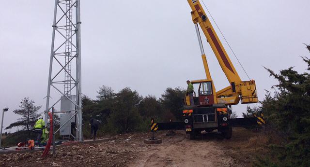 l'installation du pylône du Viala-du-Pas-de-Jaux.